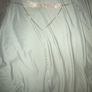 choker necklace w front dangle.